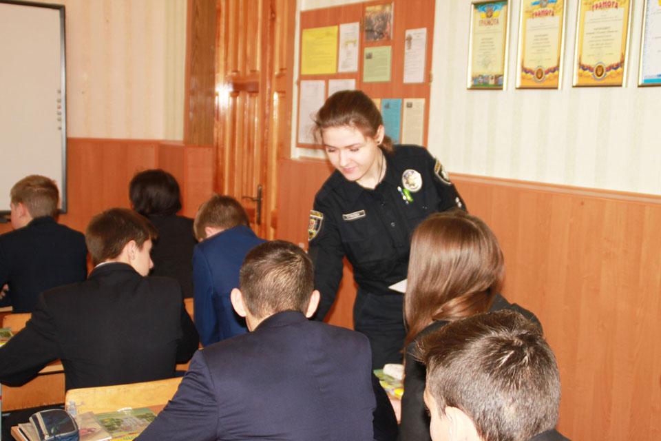 У школах Вінниці проводять лекції про шкоду насваю.