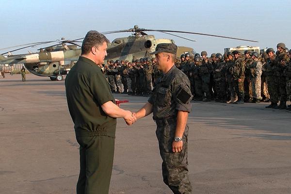 Президент України вручив державні нагороди 30 бійцям АТО з Нацгвардії, Збройних сил та МВС