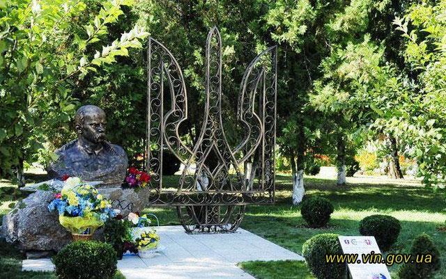 На Вінниччині встановили найбільший в Україні кований тризуб
