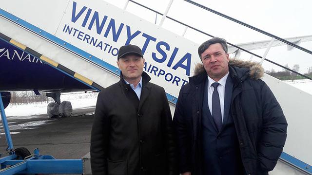 """Аеропорт """"Вінниця"""" отримав від аеропорту """"Бориспіль"""" трап та півсотні візків для багажу"""
