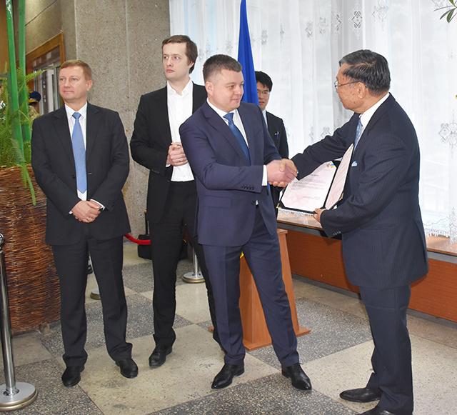 Посол Японії передав Вінниці сертифікат на висадження 80 сакур