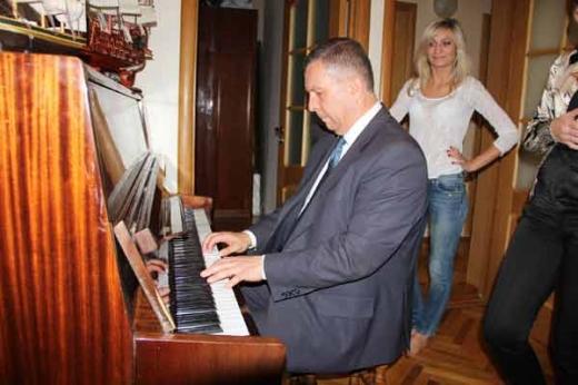 Заступник вінницького міського голови показав свою квартиру журналістам