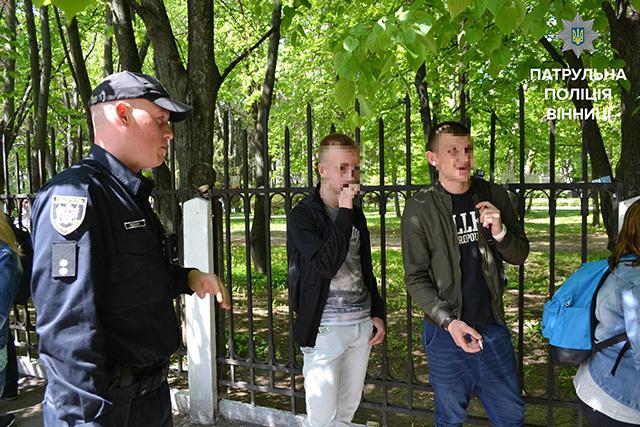 """Біля медуніверу патрульна та муніципальна поліція """"полювали"""" на тих, хто засмічує місто"""