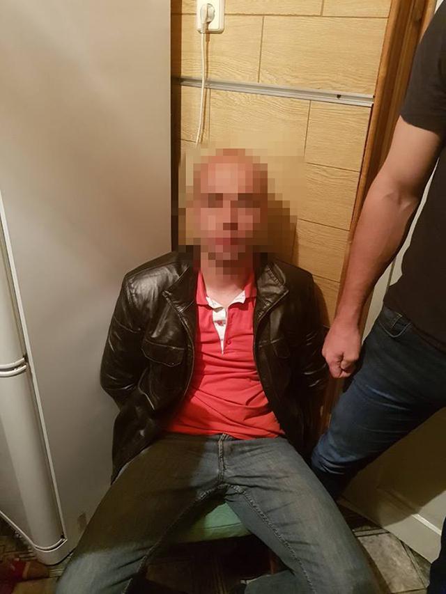 """На Вінниччині працівники СБУ затримали поліцейських, які організували """"повний цикл"""" наркобізнесу - від вирощування до збуту"""