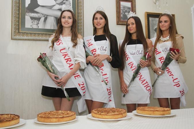 """Как на """"Мисс Украина"""" участницы пироги пекли"""