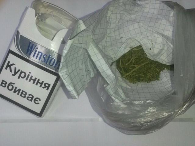 На Вінниччині затримали старшого дільничного офіцера поліції під час збуту наркотиків