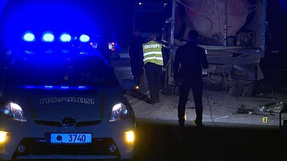 """Неподалік Вінниці позашляховик в'їхав у """"Камаз"""": 17-річний юнак загинув, ще 5 людей травмовано"""