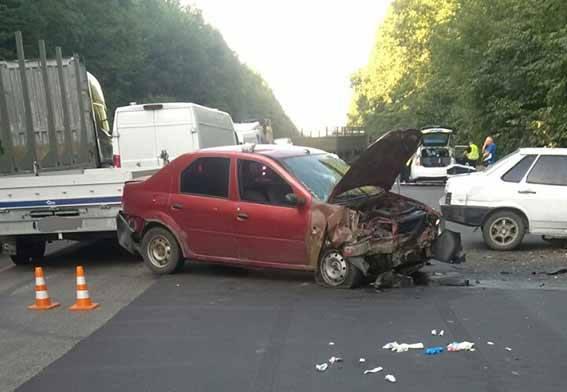 На об'їзній дрозі біля Вінниці зіткнулись три авто. Є постраждалі