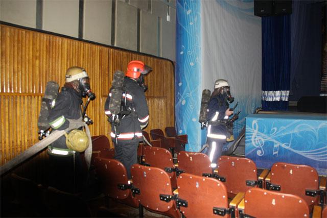 """Рятувальники ліквідували умовну пожежу у будівлі міського палацу мистецтв """"Зоря"""""""