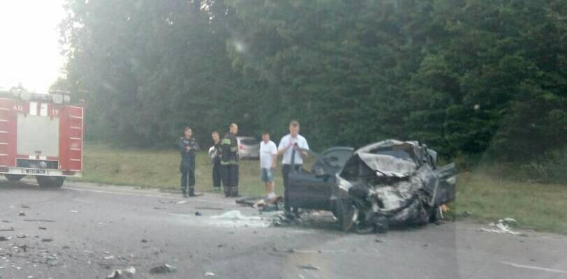 """Біля Калинівки """"Mercedes"""" в'їхав у """"Daewoo"""" - четверо людей загинуло"""