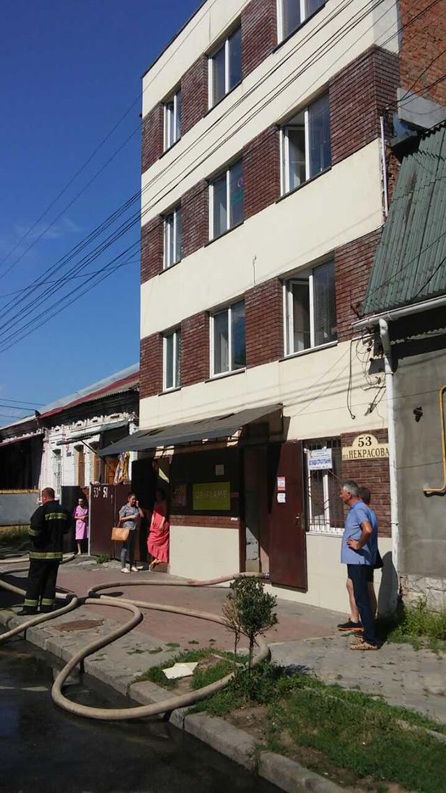 На вул. Некрасова горіли офісні приміщення