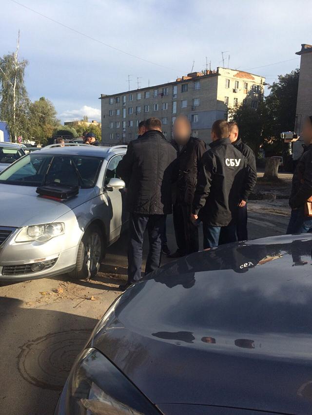 У Вінниці працівники СБУ та прокуратури затримали на хабарі в 40 тис. грн. службовця державної виконавчої служби