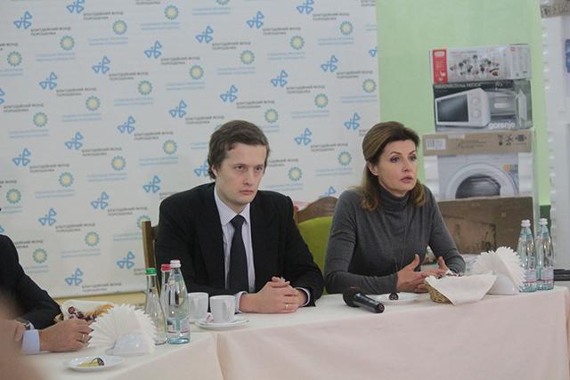 Фонд Порошенко передав допомогу родинам, які постраждали внаслідок трагедії на Вінничині
