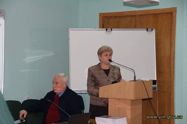 Вінницькі освітяни та представники влади обговорили Закон України «Про освіту»