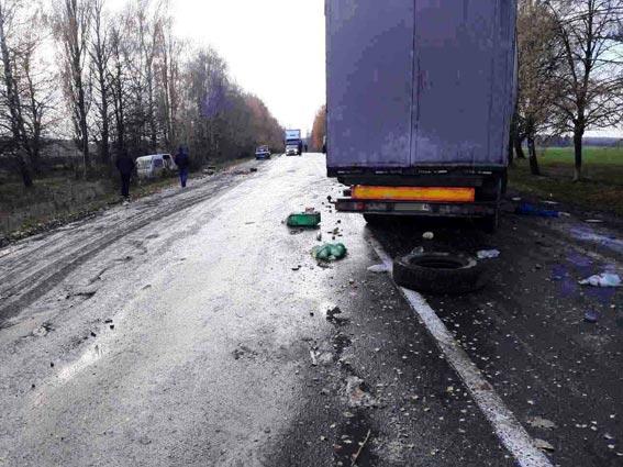На Вінниччині через спробу обгону на трасі в ДТП потрапило три авто - є загиблі