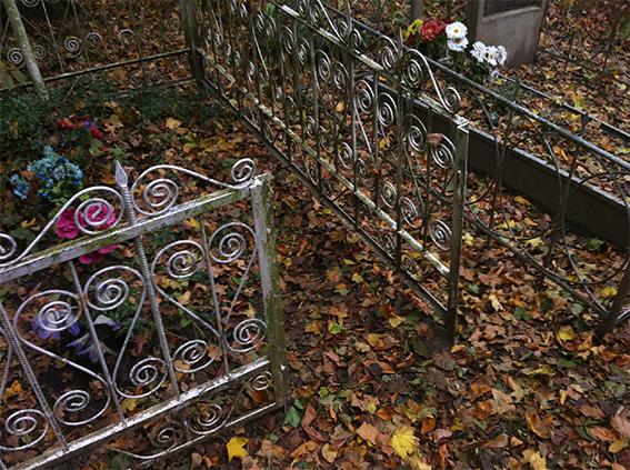 У Теплику подружжя вандалів заробляло на померлих