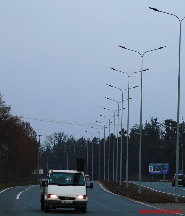 На відремонтованих цьогоріч дорогах Вінниччини  встановили нові ліхтарі