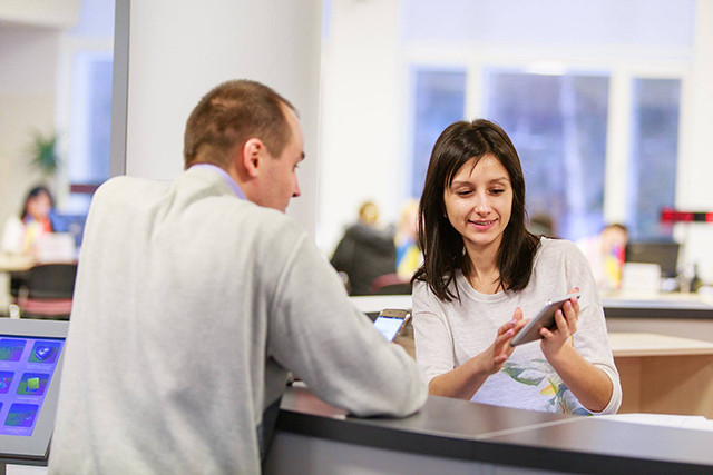 В двох Прозорих офісах Вінниці запрацював новий електронний сервіс для людей з порушенням слуху