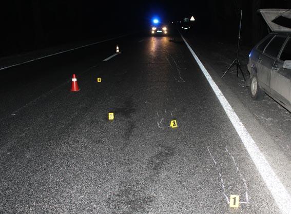 В Гайсинському районі насмерть збили жінку. Поліція розшукує авто, причетне до ДТП, та свідків аварії