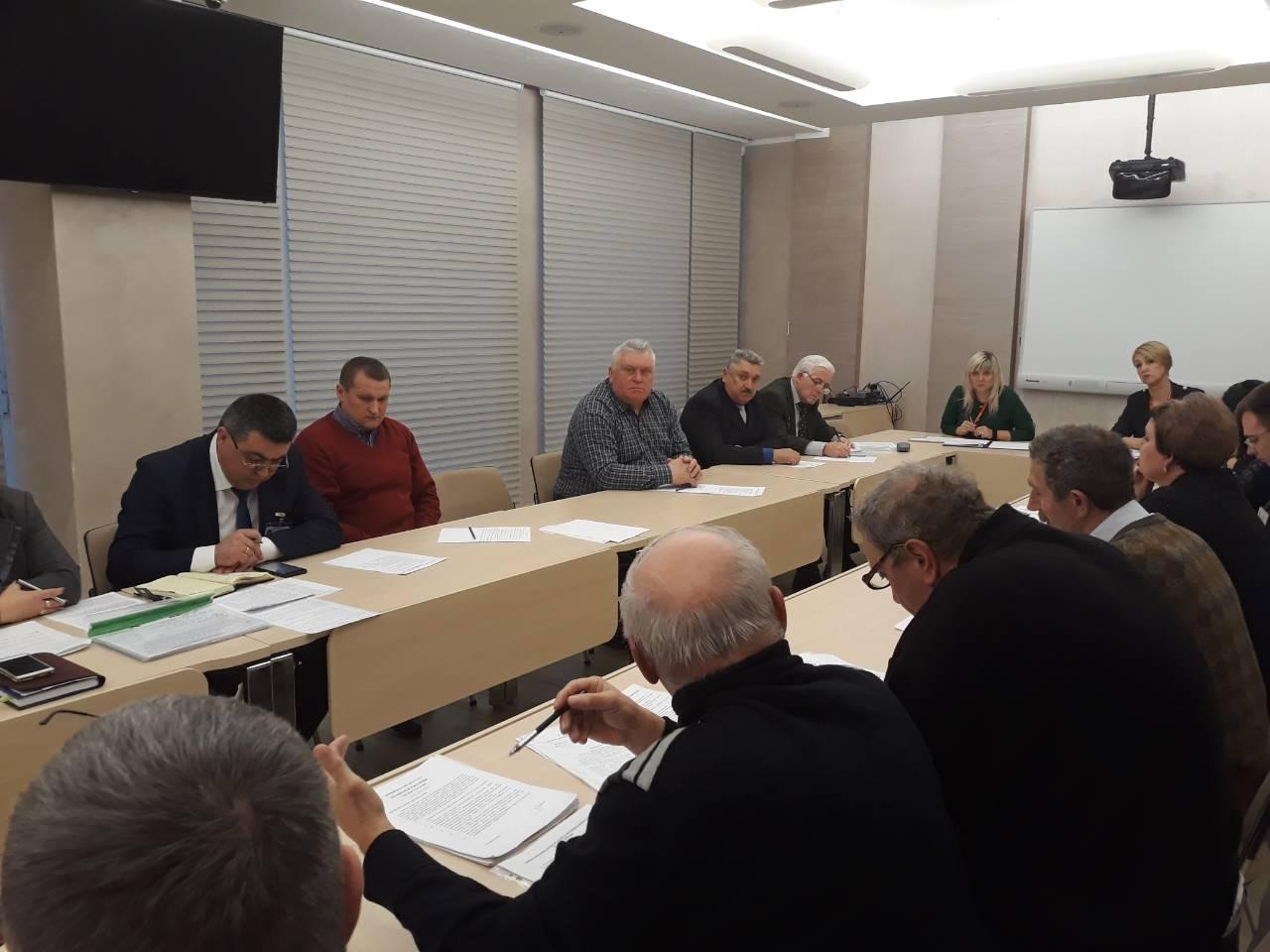 """У мерії відбувся """"круглий стіл"""" з представниками організацій чорнобильців"""