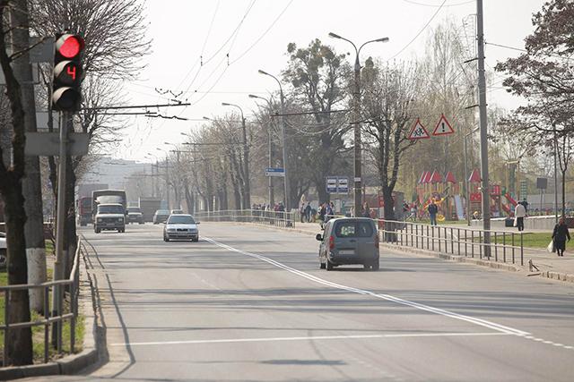 На відрізку від вулиці Гонти до вулиці Зулінського будують сучасні тротуари та велодоріжку