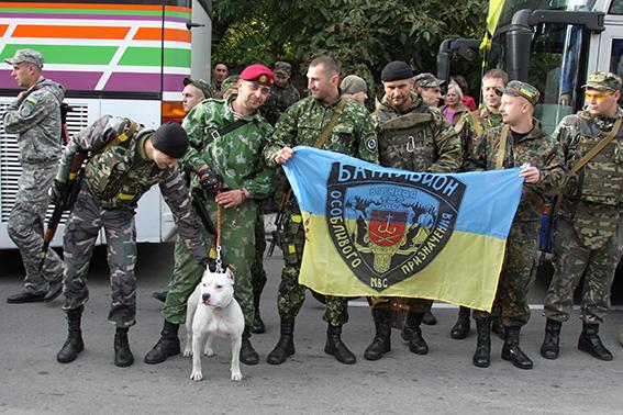 З зони АТО боєць спецбатальйону «Вінниця» повернувся з чотирилапим Каратом, якого господарі покинули напризволяще, тікаючи до Росії, фото-1