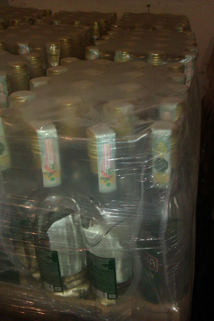 У Вінниці на нелегальному складі зберігали 500 ящиків алкогольної настоянки