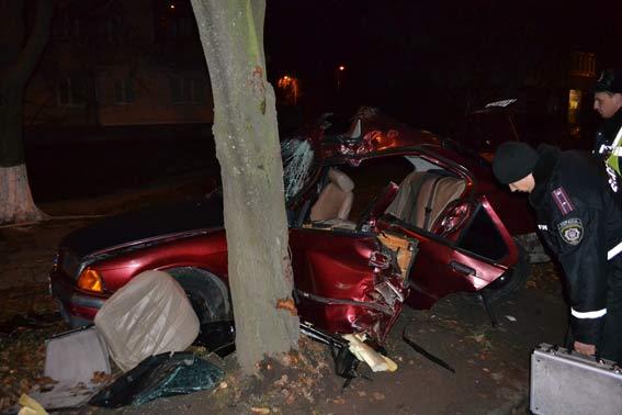 Страшна ДТП на Порика: двадцятирічні хлопці на BMW влетіли у дерево