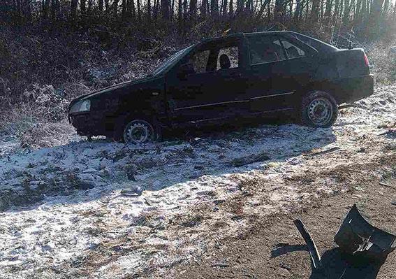 В Калинівському районі на узбіччі дороги водій ВАЗу насмерть збів чоловіка, який ремонтував своє авто