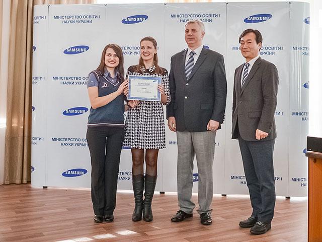 """Вінницька загальноосвітня школа №33 виграла смарт - клас від компанії """"Samsung Electronics Україна"""""""