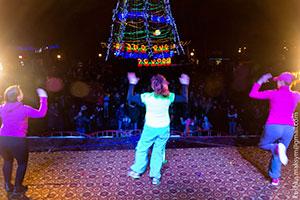 Веселі новорічні дискотеки на головній ялинці міста триватимуть до цієї суботи