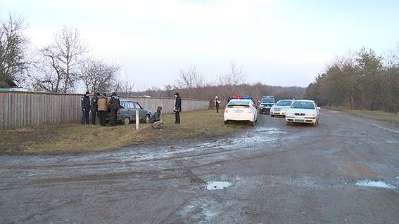 """У Тиврівському районі двоє колишніх зеків вкрали у пенсіонера мобільний, 800 грн та авто """"Славута"""""""
