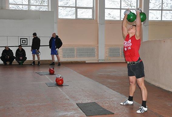 У Вінниці працівники ДСО з різних куточків України змагались у гирьовому спорті