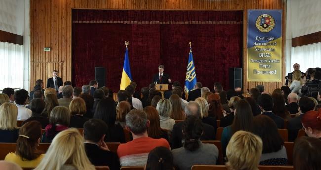 Влада зробить все для вирішення проблем Донецького університету - Президент