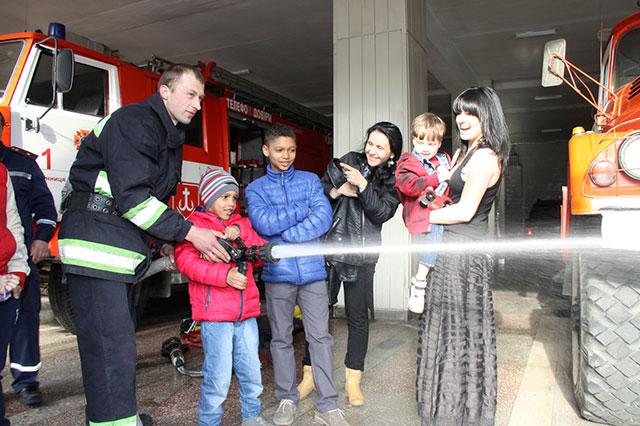 Вінницькі рятувальники втілили у життя мрію 5-річного хлопчика з ДЦП