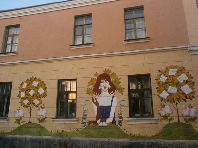 Бібліотеку ім. Н. Крупської прикрасили незвичайні дерева, які дають цінні «плоди»