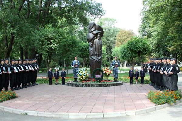 22 серпня вінничани вшановували пам'ять загиблих працівників органів внутрішніх справ