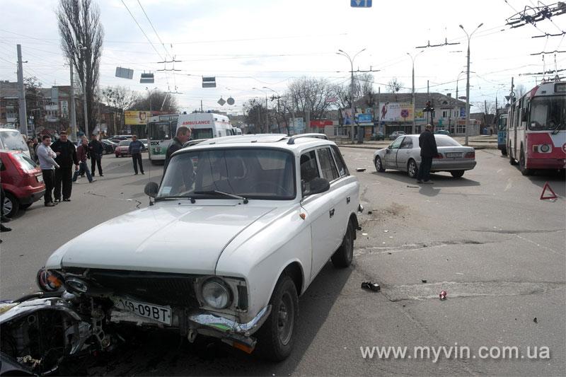 ДТП на Урожаї: не розминулись мотоцикл, Мерседес та Москвич