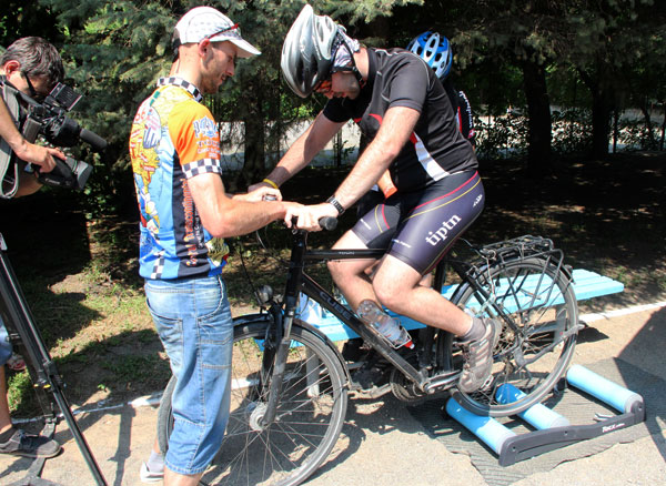 Скориставшись власним велосипедом можна було ще й закип'ятити воду у чайнику
