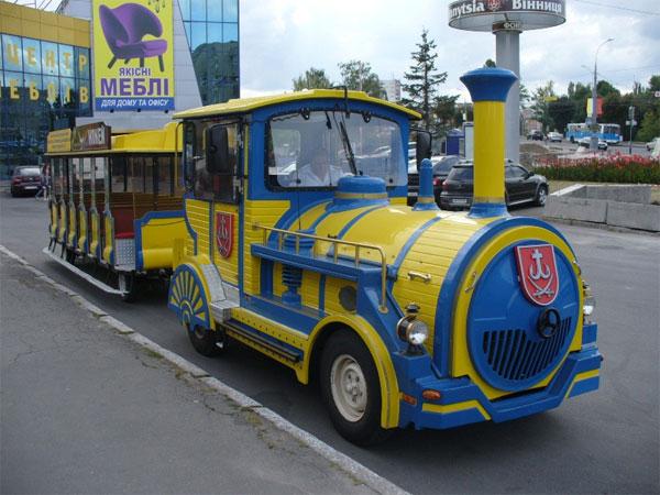 У Вінниці з'явився ще один екскурсійний авто-папотяг з вагончиком
