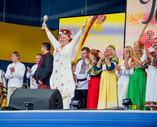 Парад вишиванок - 2013