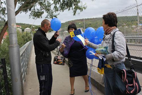 На пункті пропуску «Могилів-Подільський-Отач» роздавали інформаційні буклети з правилами перетину молдовсько-українського кордону