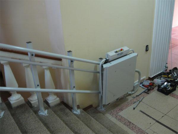 У бібліотеці ім. Тімірязєва встановили ліфтову платформу