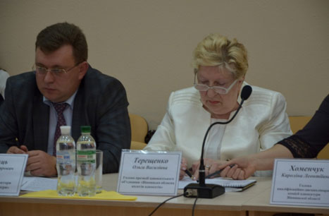 Адвокати з 3-х областей зібрались за круглим столом у Вінницькому апеляційному адміністративному суді