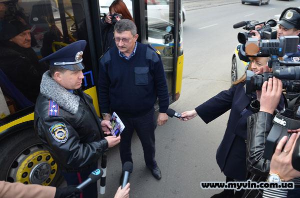 Сьогодні у Вінниці водіїв-порушників інспектори відправляли до батюшки