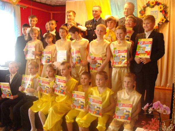 Начальник управління ДАІ Вінниччини Павло Солоненко завітав з подарунками до Прибузької школи-інтернату