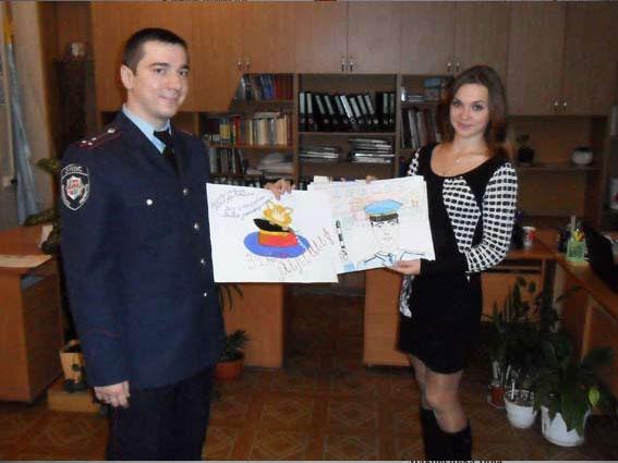 Діти малюють міліціонерів