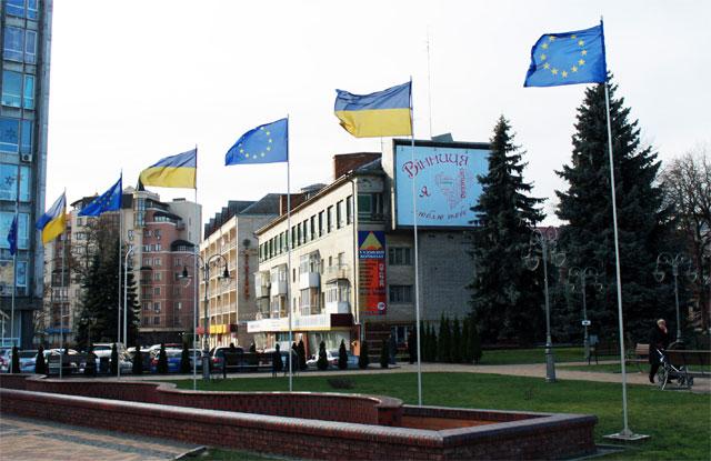 Прапори Європейського союзу на Майдані Незалежності
