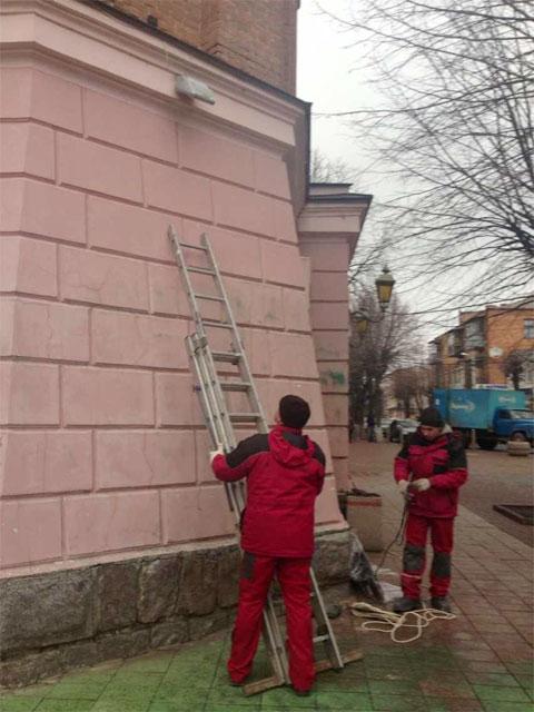 """На Вінницькій Вежі встановлюють таблички """"Площа Європейська"""""""