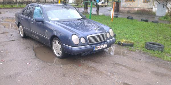 �� ������� ������ MERCEDES-BENZ E240. ������� �����